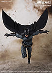 SH Figuarts Batman (Justice League)-3.jpg